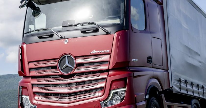 mirrorless Mercedes is truck of the year