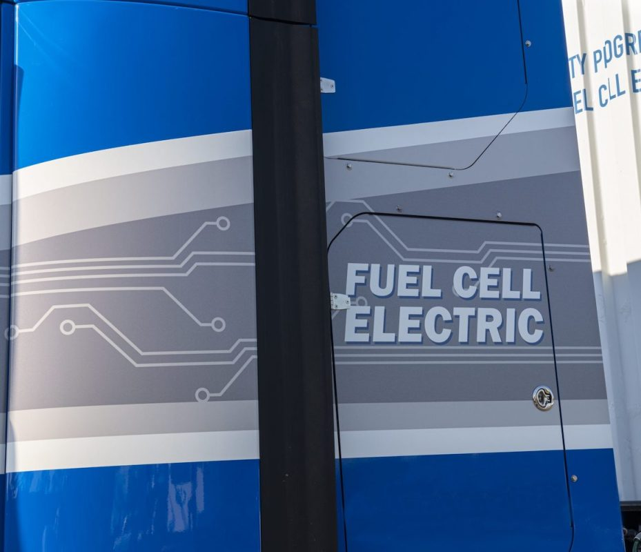 heavy hitters backing hydrogen fuel cell technology